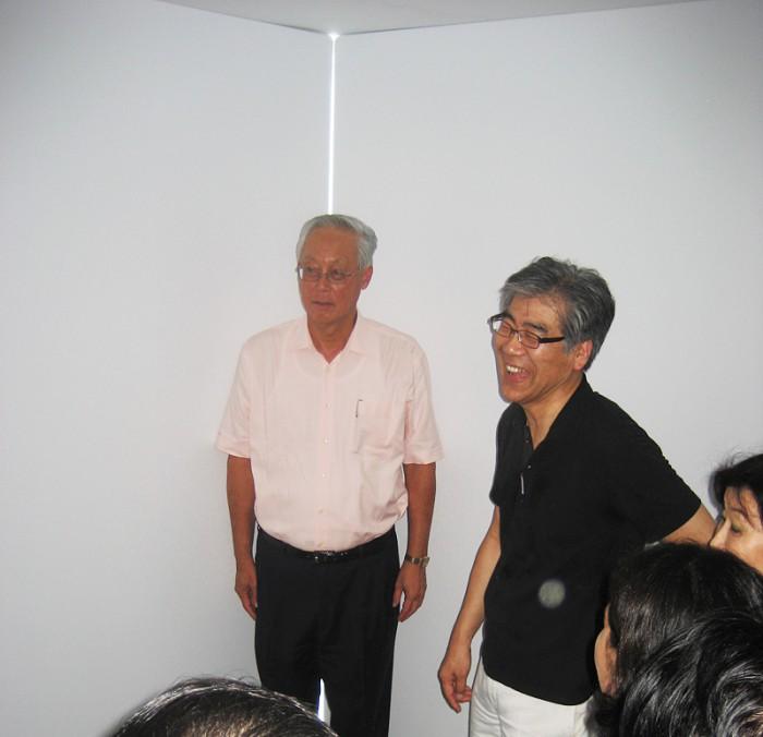 Senior minister Goh Chok Tong & Fumio Nanjo in the Breathing Room by Soren Dahlgaard